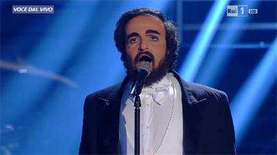 Valerio Scanu in versione Luciano Pavarotti vince Tale e quale show